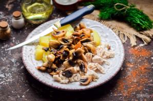 Салат с картошкой, грибами и курицей - фото шаг 4