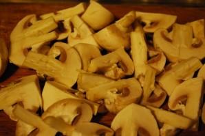 Cвинина с шампиньонами на сковороде - фото шаг 2