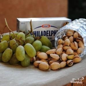 Сырные шарики с фисташками и виноградом - фото шаг 1