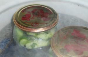 Огурцы в чесночном соусе на зиму - фото шаг 3