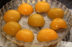 Быстрый пирог с консервированными персиками - фото шаг 5