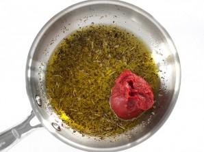 Пряный соус из томатной пасты - фото шаг 2