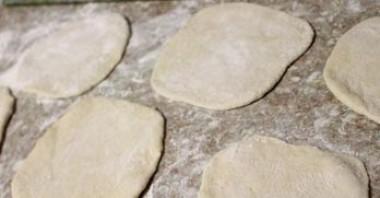 Пирожки жареные с повидлом - фото шаг 2