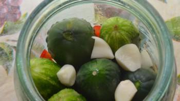 Вкусная засолка огурцов на зиму - фото шаг 2