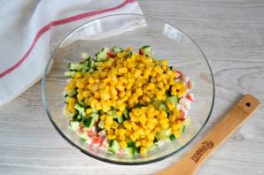 Крабовый салат с колбасой - фото шаг 6