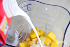 Бананово-манговый смузи - фото шаг 3