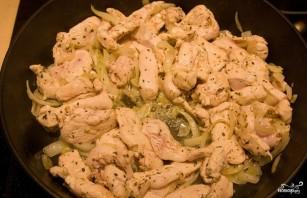 Куриное филе под сметанным соусом - фото шаг 2