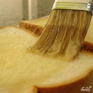 Тосты с сыром и чесноком - фото шаг 3
