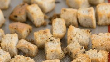 Гренки из белого хлеба в духовке - фото шаг 4