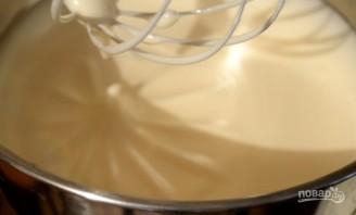 Шарлотка с яблоками и медовым бисквитом - фото шаг 4