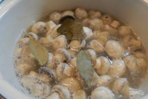 Маринованные шампиньоны с маслом и уксусом - фото шаг 1