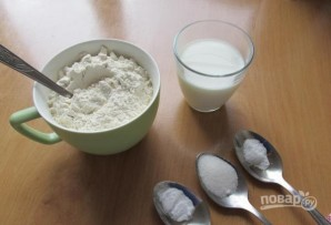 Пресное тесто на молоке - фото шаг 1