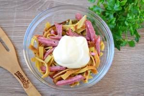 Салат с блинами и копченой колбасой - фото шаг 5