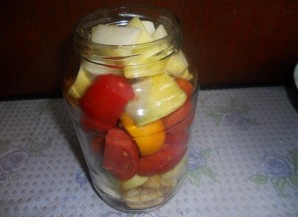 Салат из помидоров на зиму без стерилизации - фото шаг 5
