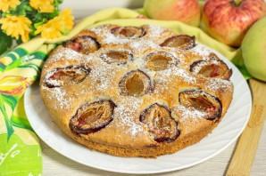 Пирог со сливами и яблоками - фото шаг 8