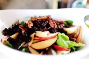 Салат с яблоком, голубым сыром и орехами - фото шаг 6