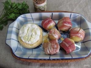 Камамбер в хлебном горшочке с картофелем - фото шаг 7