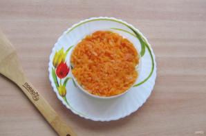 Слоеный салат с копченой горбушей - фото шаг 7