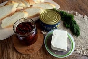 Брускетта с сардинами и сливочным сыром - фото шаг 1