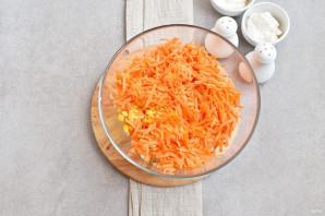 Салат с морковью и кукурузой - фото шаг 3