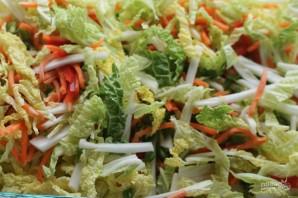 Салат из китайской капусты с морковью - фото шаг 2