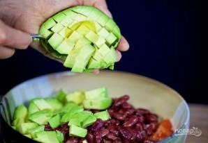 Салат с креветками, авокадо и кинзой - фото шаг 2