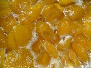 Простое варенье из абрикосов без косточек - фото шаг 4