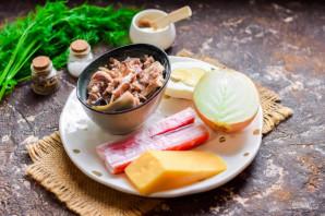 Салат с крабовыми палочками и рыбными консервами - фото шаг 1