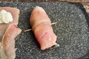Куриные рулетики с творожным сыром - фото шаг 5