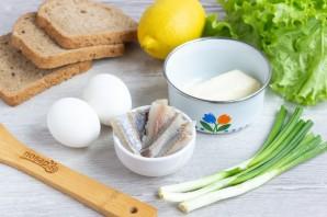 Бутерброды с сельдью и яйцом - фото шаг 1