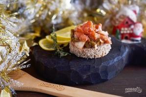 Норвежский салат с лососем на хлебе - фото шаг 6