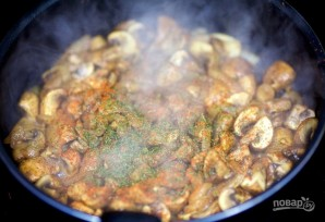 Тушеные грибы с зеленым горошком - фото шаг 3