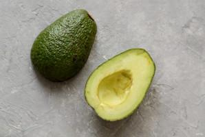 Лодочки из авокадо - фото шаг 2