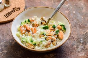 Салат с мидиями и рисом - фото шаг 7