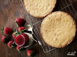 Бисквитный торт со взбитыми сливками - фото шаг 4