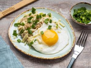Овсянка с сыром и яйцом - фото шаг 6