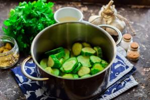 Салат из огурцов с горчицей и маслом на зиму - фото шаг 2