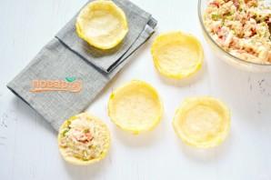 Рыбный салат в съедобных тарелочках - фото шаг 5