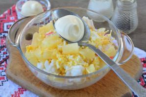 Крабовый салат с ананасом и рисом - фото шаг 8