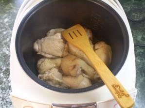 Тушеная курица с картошкой в мультиварке - фото шаг 7