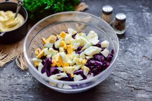 Салат с краснокочанной капустой и кукурузой - фото шаг 3