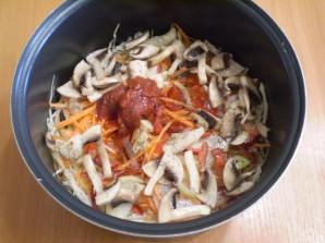 Солянка с грибами и капустой - фото шаг 6