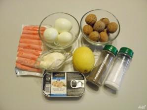 Салат из крабовых палочек и печени трески - фото шаг 1
