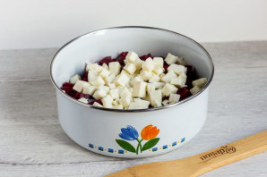 Салат из свеклы и адыгейского сыра - фото шаг 3