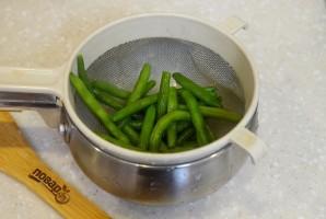 Салат с тунцом и стручковой фасолью - фото шаг 2