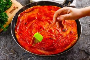 Дрожжевая пицца на сковороде - фото шаг 5