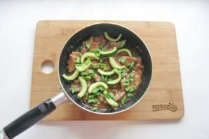 Жареные огурцы с мясом - фото шаг 10
