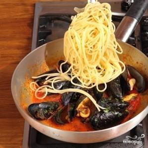 Спагетти с мидиями - фото шаг 4