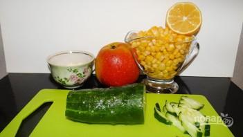 Салат с крабовыми палочками и яблоком - фото шаг 2