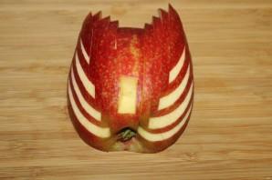 Лебедь из яблока - фото шаг 9